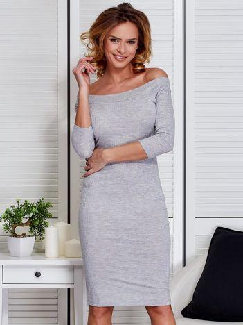 Jasnoszara dopasowana sukienka z odkrytymi ramionami