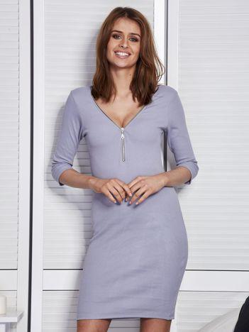Jasnoszara sukienka w prążek z suwakiem