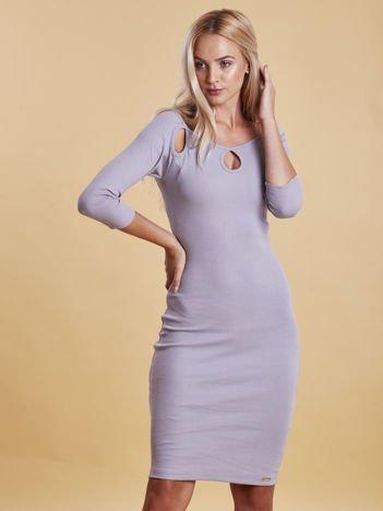 Jasnoszara sukienka w prążek z wycięciami