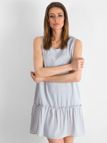 4444f5279a Jasnoszara sukienka z falbaną i wiązaniem
