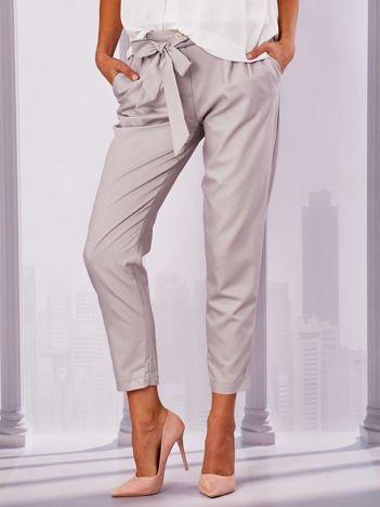 Jasnoszare materiałowe spodnie z wiązaniem