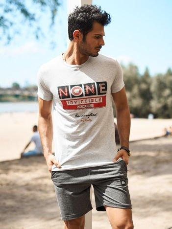 Jasnoszary t-shirt męski z miejskim nadrukiem