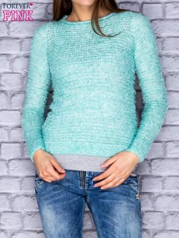 Jasnozielony sweter fluffy