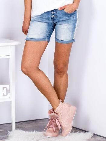 Jeansowe szorty niebieskie z podwijanymi nogawkami