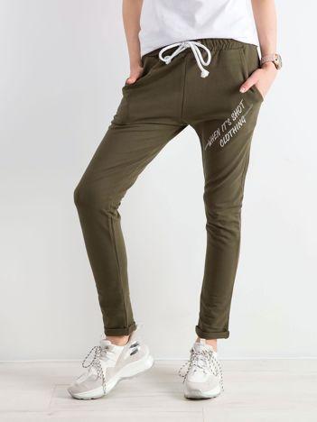 Khaki damskie spodnie dresowe z dżetami