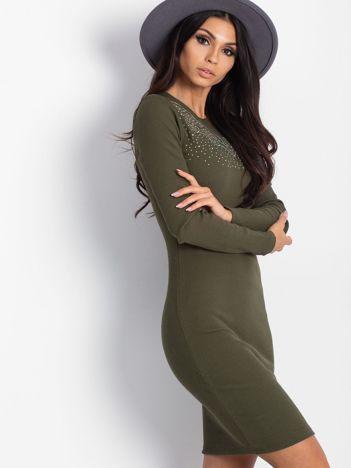 Khaki dopasowana sukienka w prążek z dżetami
