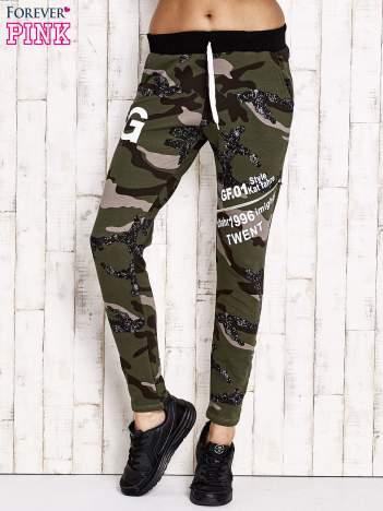 Khaki ocieplane spodnie dresowe motyw militarny