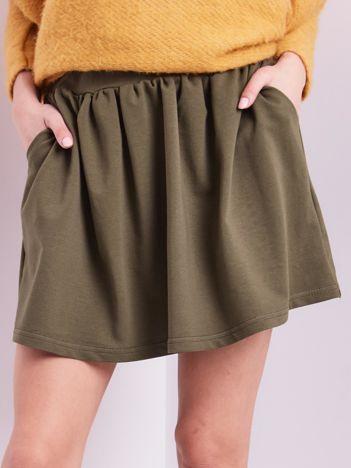 Khaki rozkloszowana dresowa spódnica z kieszeniami