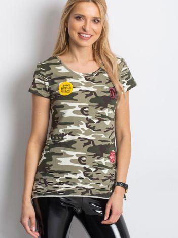 Khaki t-shirt moro z naszywkami i rozcięciami