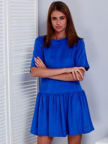 Kobaltowa sukienka z obniżonym stanem