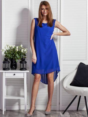 Kobaltowa sukienka z ozdobnym paskiem