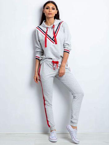 Komplet jasnoszary z wykończeniem tricolor bluza i spodnie