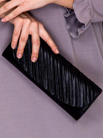 Kopertówka z asymetrycznym plisowaniem czarna