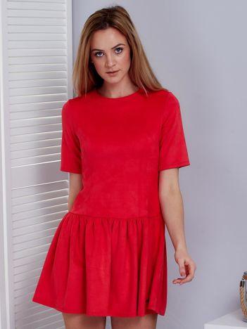 Koralowa sukienka z obniżonym stanem