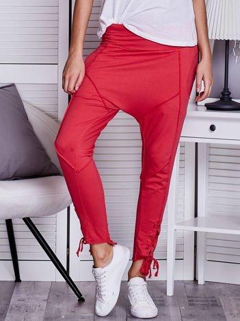 Koralowe spodnie dresowe lace up