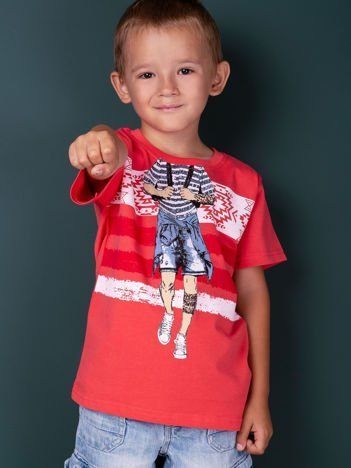 Koralowy t-shirt dla chłopca z nadrukiem