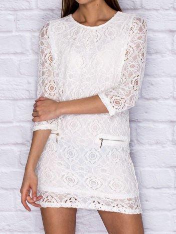 Koronkowa sukienka koktajlowa z suwakami ecru