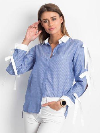Koszula w prążki z kokardami na rękawach ciemnoniebieska