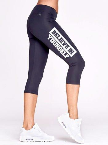 Krótkie legginsy sportowe z nadrukiem napisu grafitowe