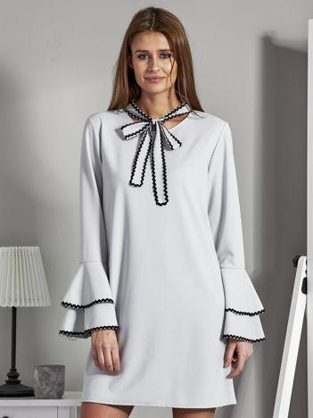 Luźna sukienka z wiązanym chokerem jasnoszara