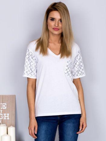 Luźny t-shirt V-neck z błyszczącymi cekinami biały
