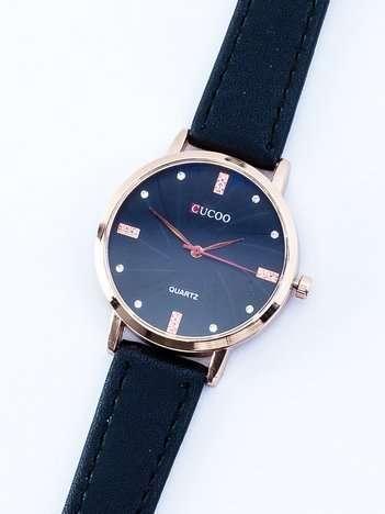 Mały czarny zegarek damski