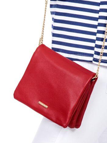 Miękka czerwona torebka na łańcuszku