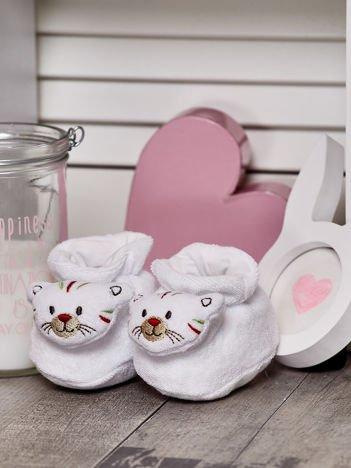 Miękkie buciki dziecięce z ozdobnym kotkiem białe