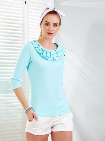 Miętowa bluzka z falbankami przy dekolcie i perełkami