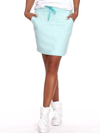 Miętowa dresowa spódnica z perełkami