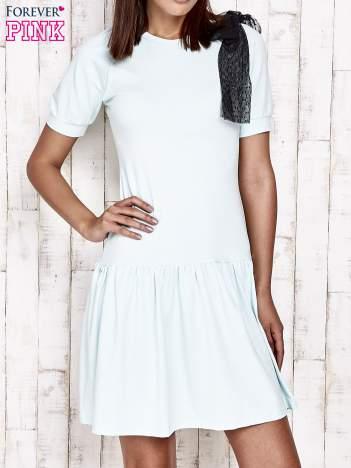 Miętowa sukienka dresowa z kokardą na ramieniu
