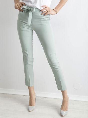 Miętowe spodnie z wiązaniem