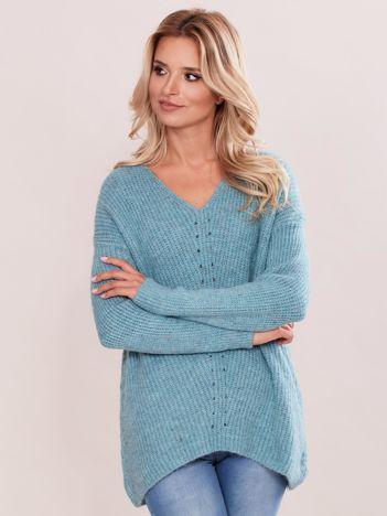 Miętowy sweter w serek