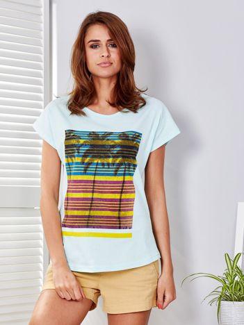 Miętowy t-shirt w palmy