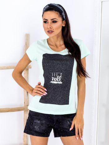 Miętowy t-shirt z brokatowym printem