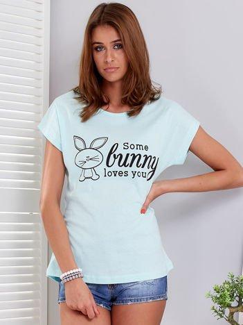 Miętowy t-shirt z króliczkiem