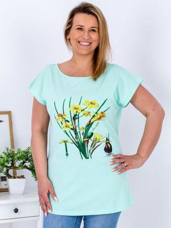 Miętowy t-shirt z żonkilami PLUS SIZE