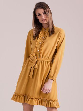 Musztardowa sukienka z falbankami