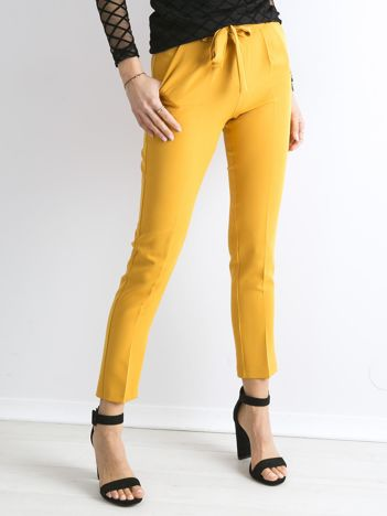 Musztardowe spodnie z wiązaniem