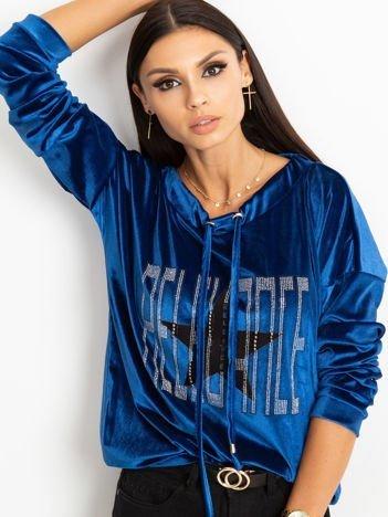 Niebieska aksamitna bluza z aplikacją