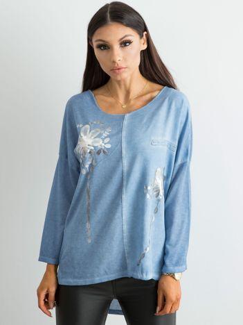 Niebieska damska bluzka z nadrukiem