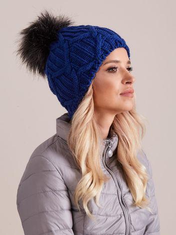 Niebieska dzianinowa czapka