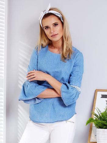 Niebieska jeansowa bluzka z szerokimi rękawami