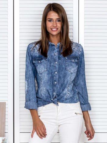 Niebieska koszula damska z błyszczącą aplikacją