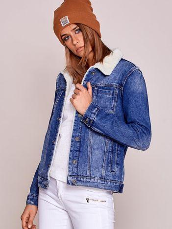 Niebieska kurtka dżinsowa z kożuszkiem