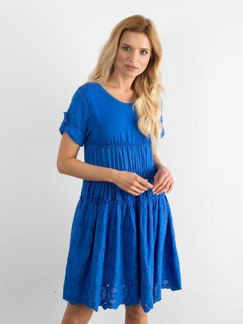 Niebieska rozkloszowana sukienka z haftem