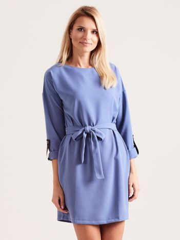 Niebieska sukienka damska z paskiem