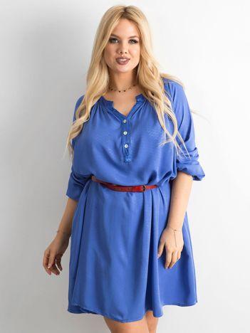 Niebieska sukienka oversize