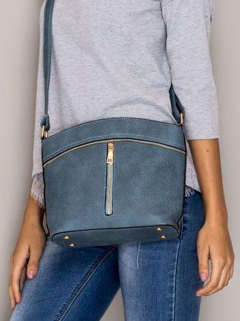 Niebieska torebka ze złotymi suwakami