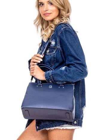 Niebieska trapezowa torebka kuferek do ręki